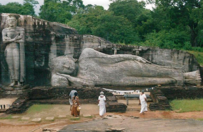 Sri-lanka-buddha-e1497053848576