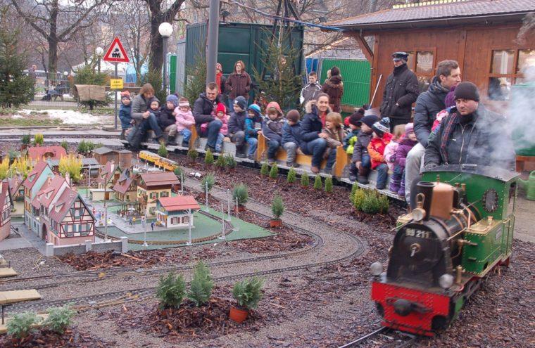 Weihnachtsmarkt-Zug-e1497053123951