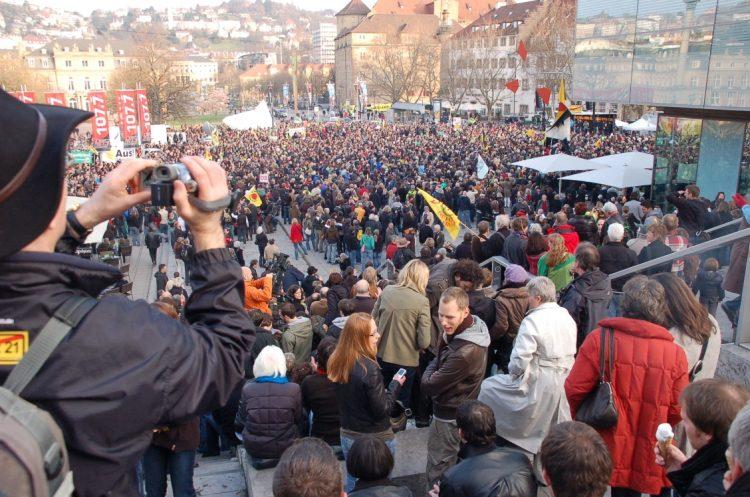 demonstration-stuttgart-schlossplatz-e1497053237447